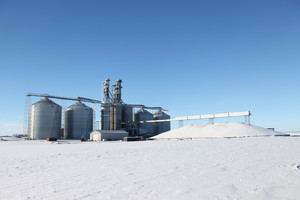 Grain bins and bin erectors